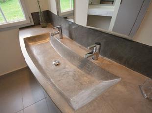 chambre transformée en grande salle de bain